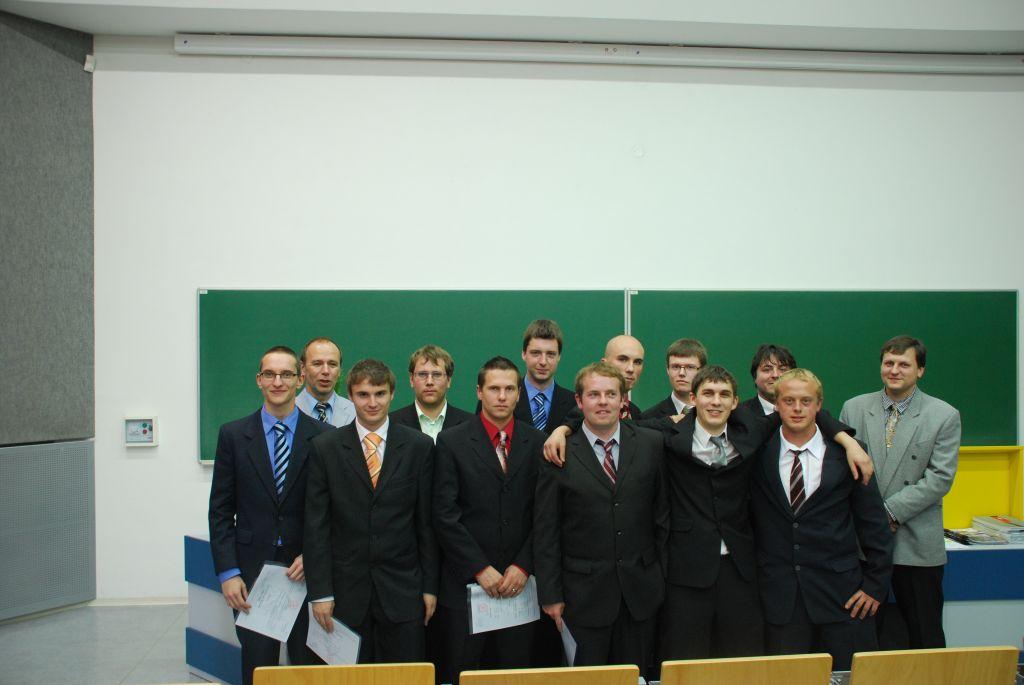 Foto: Absolventi VOŠ 2011 - třídní: Ing. Vladimír Chalupa
