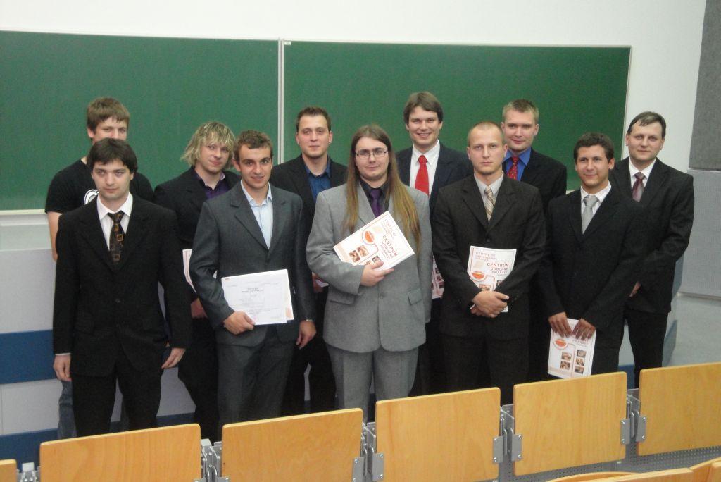 Foto: Absolventi VOŠ 2012 - třídní: Jirka Roubal
